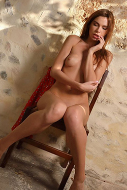 Private model Quanda Berlin Escort on request sex with suspenders & high heels Woman is looking for a man