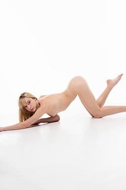 Devoted private model Caren Berlin Escort book cuddly sex at home